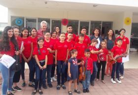 Niños y adolescentes de clase de violín y grupo de lectura de Casa Tizapán