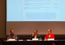 Presentadores de la revista Apertura en presidium