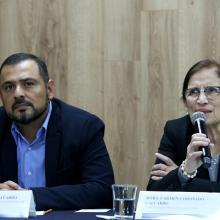 Coordinadora de Diseño Educativo, maestra Carmen Coronado durante la rueda de prensa.