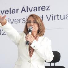 Dra. María Esther Avela Álvarez, tomando protesta