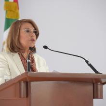 Dra. María Esther Avela Álvarez, dando su mensaje