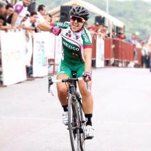 Alumna Andrea Ramírez, en competencia de ciclismo