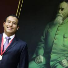 """Egresado de la licenciatura en Periodismo digital con el Galardón """"Froylán Mier Narro"""""""