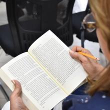 Cada participante de la lectura en voz alta, tuvo la oportunidad de contar las razones o de leer las líneas que lo hicieron enamorarse del libro que eligió.