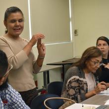 Licenciada Eneida Guadalupe Rendón, impartiendo curso