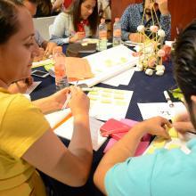 Asesores en taller, desarrollando la creatividad