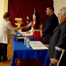Entrega del reconocimiento a la Mtra. Eva Luz Orozco Flores