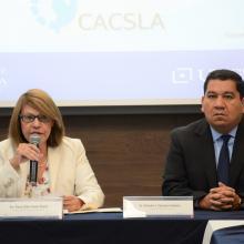 Doctora Esther Avelar y doctor Salvador Casanova durante la acreditación de los programas educativos