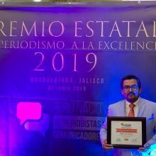 El estudiante Rubén Islas reconocido por la labor periodística que realiza en el Canal 21 del municipio de Zacoalco de Torres