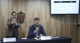 maestro Noé Albino González Gallegos, durante la rueda de prensa