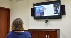 Alumnos presentado proyecto mediante videoconferencia