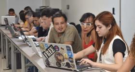 """Periodistas en el taller """"Recursos de acceso abierto: encontrar, evaluar y organizar información"""""""