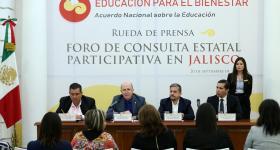 Licenciado Francisco Ayón López, Rector doctor Miguel Ángel Navarro, Doctor Luis Fernández Fuentes, Maestro Isarael Jacobo Bojorge, miembros del presídium en la rueda de prensa.