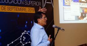 Doctor Rafael Morales durante la conferencia