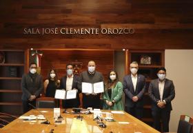 Autoridades asistentes a la firma del acuerdo