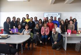 Estudiantes y asesores en foto grupal