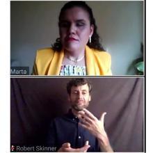Lic. Eneida Guadalupe Rendón e interprete de lenguas de señas internacional